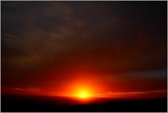 Qui dira... Le jour d'aprs ? (DomLeTrappeur) Tags: se soleil le coucherdesoleil sera finistre pluvieux menezhom demain couche pennarbed lopereg loprec centrefinistre