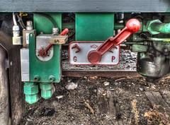 Train Brake (Xarls R.) Tags: door railroad españa verde green abandoned train tren puerta engine brake locomotora castillayleón abandonada shunting arevalo freno arévalo