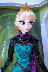 Limited Edition Frozen Doll (chelseacandy) Tags: anna frozen limitededition elsa queenelsa dsisneystore snowgearanna