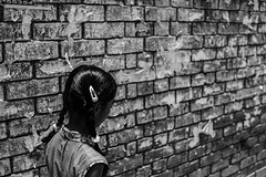 (Hermaenos) Tags: life street bw girl monochrome wall canon streetphotography 6d vftw