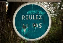 Roulez au pas ! (misteriaud (Maxime Riaud)) Tags: blue nature word panel turquoise spot bleu dirt round letter phrase tache blanc panneau sentence lettre mot rond salet roulezaupas tonotride