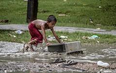 IMG_2538 (Cyrsiam) Tags: fange mud muddy surf jeudenfant kidgame enfantdesrues streetkids tabledcolier sale