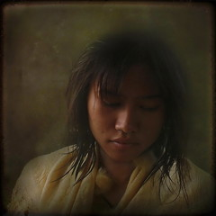 """Inthira"" (ulli_p) Tags: asia art artofimages aworkofart awardtree colours canoneoskissx5 flickraward artwithinportraits girl isan light likeapainting people portraits lowkeyportraits ruralthailand southeastasia thailand texture textured texturedphoto"