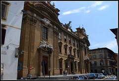Palacio de San Firenze (Florencia, Italia, 30-6-2009) (Juanje Orío) Tags: italia florencia 2009 patrimoniodelahumanidad palacio whl0174 escultura bandera