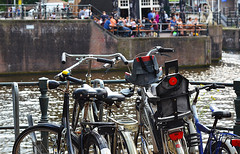 Biciclette ad Amsterdam - Bikes in Amsterdam (Ola55) Tags: ola55 olanda thenetherlands canal canale acqua water biciclette bikes bicycles italians hccity