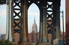 Framed (Karnevil) Tags: northamerica usa us newyork newyorkcity ny nyc manhattan midtownmanhattan empire empirestatebuilding fifthavenuebetweenwest33rdand34thstreets skyscraper artdeco sevenwondersofthemodernworld brooklyn washingtonst manhattanbridge steel d610 petekreps