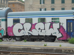 077 (en-ri) Tags: crew lm grigio nero viola train genova zena graffiti writing