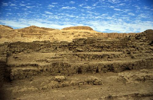 "Ägypten 1999 (510) Theben West: Ramesseum • <a style=""font-size:0.8em;"" href=""http://www.flickr.com/photos/69570948@N04/31160332745/"" target=""_blank"">View on Flickr</a>"