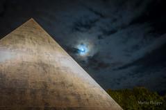 NIMES-0135 (26) (philippemurtas) Tags: pyramide statue nuit homage lune nuage nikon nîmes gard france pyramid night moon cloud