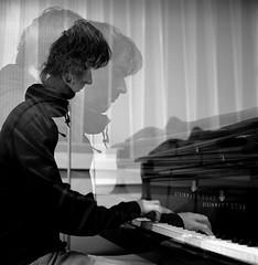 Mikel Azpiroz & Mikel Azpiroz (Double exposure). (imanol6x6) Tags: sansebastian donostia eh rolleiflex trl f28 6x6 120 500x500 mediumformat mf trix 400 kodak film hc110 bw blackandwhite nophotoshop portrait