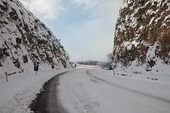 """La """"montagna Spaccata"""" (The.Dark.Passenger.) Tags: inverno neve sunny day winter snow road strada innevata freddo cold rocce rocks"""