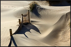 Art abstrait -  Abstract art (diaph76) Tags: france extérieur plage beach herbe grass ombres shadows dunes sable sand dessins drawings normandie manche50