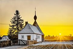 Friedhofkapelle im Sunset (GerWi) Tags: freidhof kapelle outdoor sonnenuntergang sunset landschaft sonne sun architektur gebude heiter