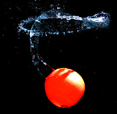 RSiEOS450_31094 (FranSight) Tags: water canon eau ballon explosion pan splash watergame fransight franimage