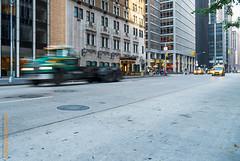 New York City (Edi Bähler) Tags: architektur aussenaufahme auto bigapple fassade gebäude lastwagen nyc newyorkcity newyorkstate nutzfahrzeug perspektive strassenverkehr taxi usa unitedstatesofamerica architecture building facade outdoor perspective truck unscharf utilityvehicle fujifilmxe1 xf1855mmf284rlmois
