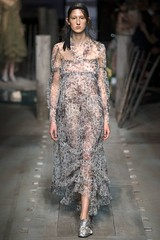 erdem-lfw-shows-spring-summer-2017-ready-to-wear-by-cool-chic-style-fashion-collection-1020-14 (Cool Chic Style Fashion) Tags: braids details earrings erdem fashion floraldress floralprinted hairstyle lacedress lfw londonfashionweek runway springsummer2017