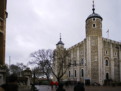 The White Tower (Alan FEO2) Tags: toweroflondon whitetower london tourists visitors williamtheconqueror williami keep norman outdoors turret tower panasonic dmc g1 2oef
