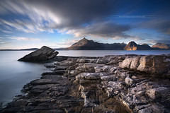 Elgol - Isle of Skye - Scotland (www.antoniogaudenciophoto.com) Tags: elgol isleofskye ile skye iledeskye scotland cosse mer eau plage paysage sauvage nature pierre cte montagne lande soleil coucherdesoleil leverdesoleil ciel nuage longueexposition