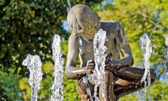 Aranjuez - fontaine (Jean Paul Teppe) Tags: fontaine jetdeau sculpture jardin