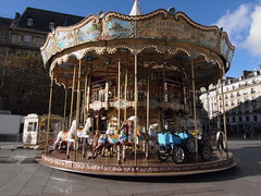 (Stitchinscience) Tags: paris autumn sunshine carousel