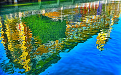 Giardino nel lago (giannipiras555) Tags: lago riflessi fiori torre garda blu