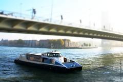 WATERBUS ONDER ERASMUSBRUG (Anne-Miek Bibbe) Tags: canoneos700d canoneosrebelt5idslr annemiekbibbe bibbe nederland 2016 rotterdam nieuwemaas erasmusbrug dezwaan waterbus