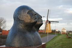 Zeeuwse Koppen 2 (hub en gerie) Tags: koppen heads beeld stphilipsland zeeland nederland netherlands statue dike mill dijk molen