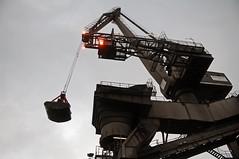 Hafenkran (peter.velthoen) Tags: mannheimgrosskraftwerk hafenkran portcrane overslag november rhein neckarau steenkolen binnenvaart rijn spoorwegen