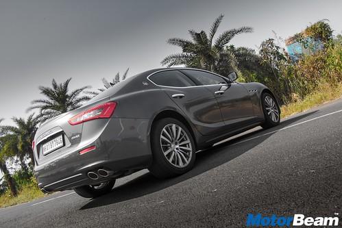 2017-Maserati-Ghibli-05