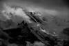Grain de Lumière sur les Cimes (Frédéric Fossard) Tags: grain texture nature brume tourmente glacier altitude hautesavoie alpes massifdumontblanc chamonix montblanc hautemontagne aiguilledumidi lumière ombre contraste atmosphère dramatique noiretblanc