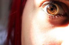 (Edna M.Coser) Tags: eyes olhos girl sadeyes browneyes redhair cabelovermelho ruiva sun summer pale skin palida