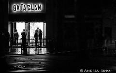 paris..... (andrealinss) Tags: frankreich france paris parisstreet andrealinss bw blackandwhite schwarzweiss street streetphotography streetfotografie bataclan reopening sting