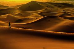 Tardes en el desierto. (Victoria.....a secas.) Tags: sunset atardecer desert dunes desierto marruecos dunas ergchebbi
