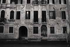 Venetian Palace (Vascotto V.) Tags: old city venice bw italy white black water architecture ancient nikon italia palace venetian venezia bianco veneto nikond90