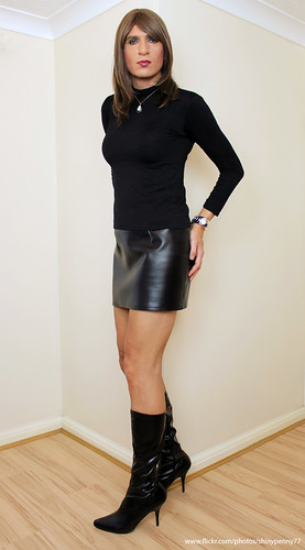 German fantastci latex skirt hand and blowjob - 1 3