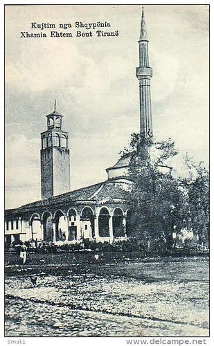 Tирана, Tiranë, Tirana, Τίρανα. Xhamia e Haxhi Ethem beut e kulla e sahatit. The mosque and the bell tower. La mosquée et la tour de l