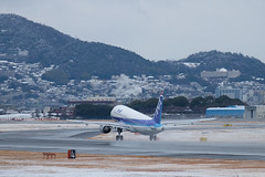 Itami Airport with a little snow (12) JA8396 / ANA's A320-200 (double-h) Tags: snow airplane ana  a320 itamiairport  itm osakaairport a320200   rjoo xt1  ja8396  itamiskypark xf55200mmf3548rlmois