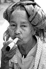 fumeuse de sheroot  Burma (ichauvel) Tags: voyage travel portrait woman face asia southeastasia village expression burma smoke femme attitude asie cigare visage rencontre fumer birmanie myamar couvrechef asiedusudest sheroot