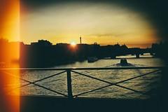 Les adieux (Calinore) Tags: france paris city ville sunset boat bateau coucherdesoleil soir depart river fleuve seine evening bridge pont pontdesarts