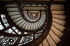 Oriel Stairs in the Rookery (Alan Amati) Tags: amati alanamati america art architecture stairs spiral spiralstaircase rookery burnham lasalle chicago building stairway staircase oriel orielstairs adams graceful pattern geometric curve