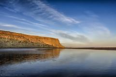 En la playa (Mauro Esains) Tags: rocas cerro playa costa mar ocano aire libre roca ro paisaje agua lecho del orilla acantilado chubut golfo san jorge patagonia marea atardecer