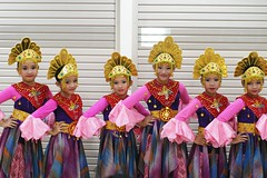 Faizah and the gang (noor.hilmi) Tags: pentax k100d faizah tari menari dance lomba pentas seni kenari betawi tarian ondel