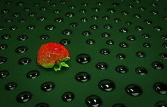 Droplets face to face. (Hanna Tor) Tags: berry strawberry drop droplets green macro macromonday mysterious hannator