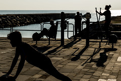 Morning Sports-DSC_2982-2 (thomschphotography3) Tags: barcelona beach sports spain ocean shadows shilouette exercices peopel youngman streetphotography light