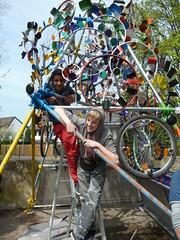 Wind Solar Kunstwerk (mo_metalart) Tags: kunstwerk kunstprojekt windskulptur schülerbaueneineskulptur künstlerischewindräder solarskulptur zusammenarbeitkunst schülerundkunst photovoltaikundkunst