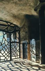 Casa Mil, Barcelona (jacqueline.poggi) Tags: barcelona espaa architecture spain architect artnouveau gaudi catalunya espagne modernismo catalua casamila barcelone jugendstil architecte antonigaudi antoniogaudi catalogne