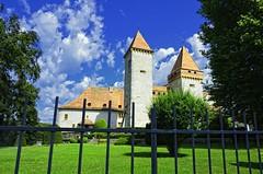 Schloss La Sarraz (ponte1112) Tags: museum geotagged schweiz nikon day suisse che schloss chteau lasarraz cantondevaud capturenx2 d5100 ponte1112 nikonswitzerland nikkor18200vrll pwpartlycloudy geo:lat=4665977625 geo:lon=651449380 daillenscentrecolis