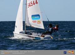 Santi y Luis Mas navegando en la bahía de Palma.