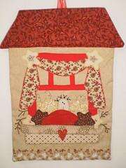 Enfeite para Porta (Atelier Mimos da Fau) Tags: natal patchwork botões troquinha bordadoamão enfeiteparaporta patchapliquée grupoquiltaria