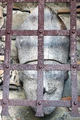 vque en cage! (Jef ALTERO) Tags: cage prison barreau vque lebroussan